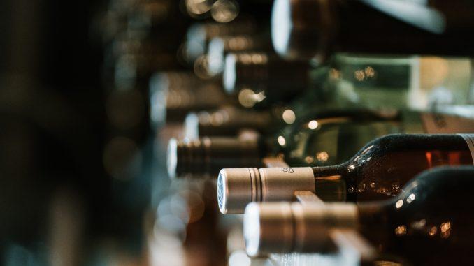 gem din vin på vinhylder